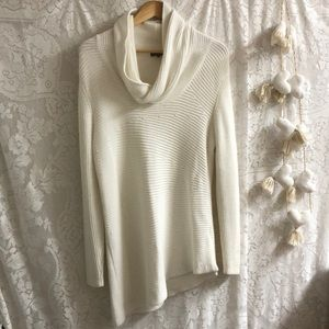 Vince Camuto winter white asymmetrical sweater M